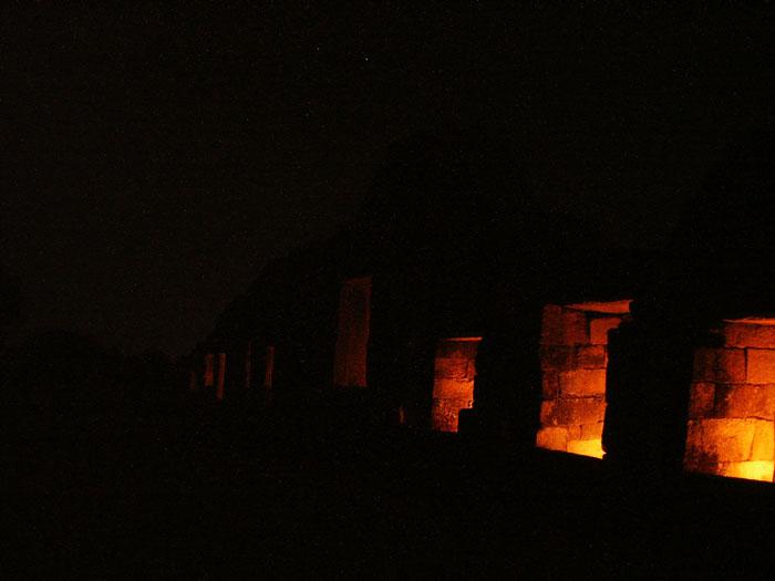 030-chausath-yogini-mandir-night