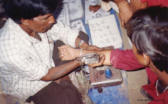 007-4-desert-tattoo-artist-one-needle-for-all
