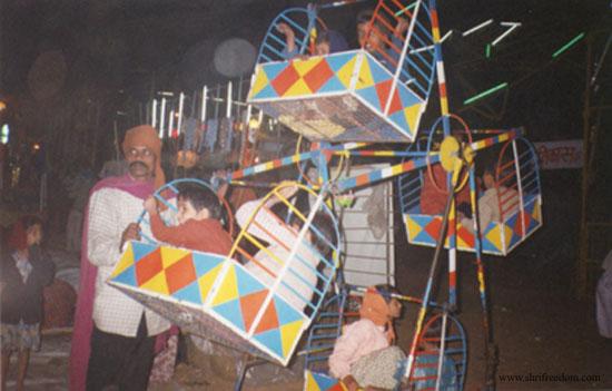 007-pushkar-camel-fair-2001-human-powered-ferris-wheel