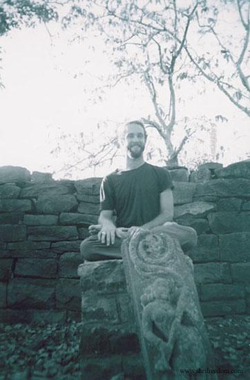 026-freedom-sitting-in-omkareshwar