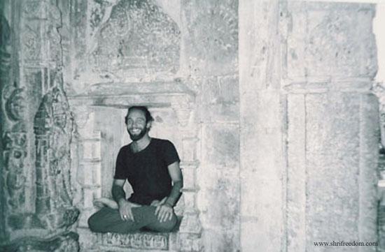 027-freedom-sitting-in-omkareshwar